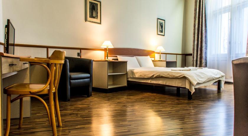 Korona Hotel Dozsa Gyorgy utca 1  Nyíregyháza