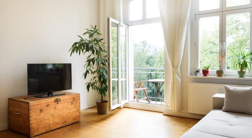 Astonishing Apartment In Prenzlauer Berg In Berlin Room Deals