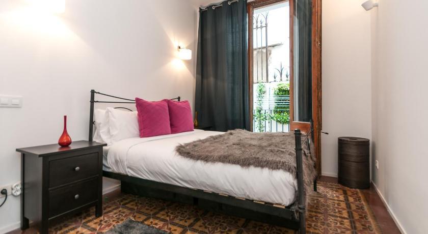 3 Bedroom Apartment Near Las Ramblas - Barcelona