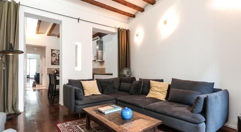 3 Bedroom Apartment Near Las Ramblas - Barcelona
