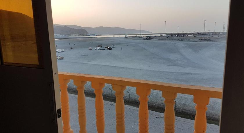 Best time to travel Oman Kamzar Beach Furnished Apartments
