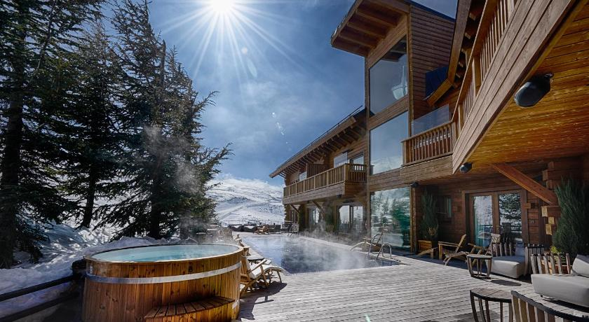 Best time to travel Spain El Lodge, Ski & Spa
