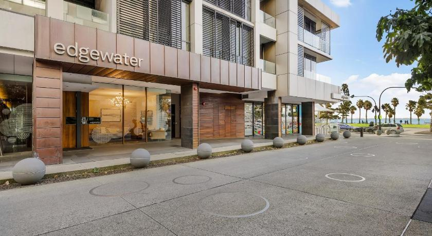 Best time to travel Geelong Edgewater 108