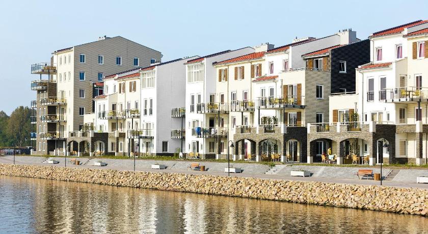 Center Parcs De Eemhof Waterfront Suite.Center Parcs Eemhof Flevoland Holland Hotel Zeewolde Deals