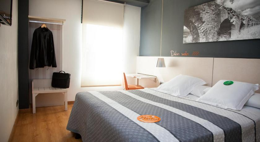 Double or Twin Room with Free Parking Bed4U Tudela