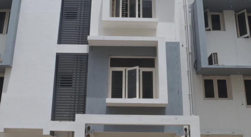 Blackroots Serviced Apartments VKR Nagar Road Thaneerpandal