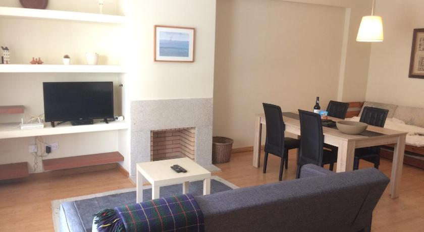 Best time to travel Costa Verde Oporto apartment Canide Beach