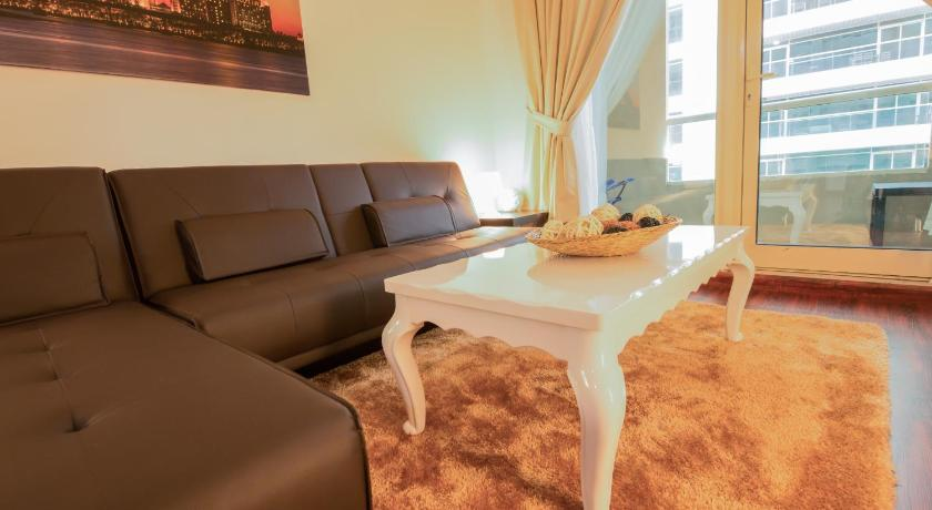 Three Bedroom Apartment with Marina View