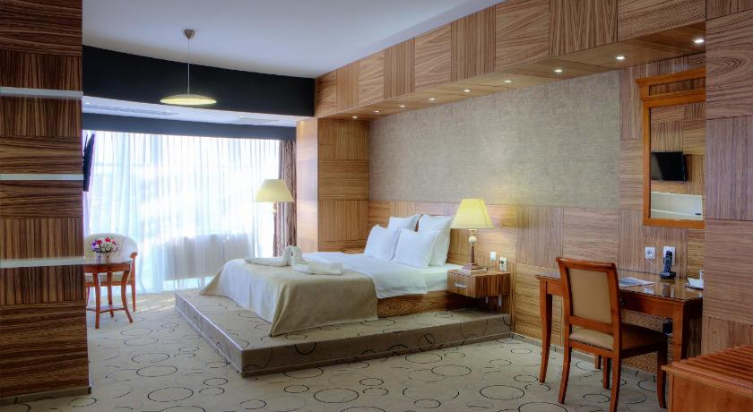 Best time to travel Romania Hotel Oltenia