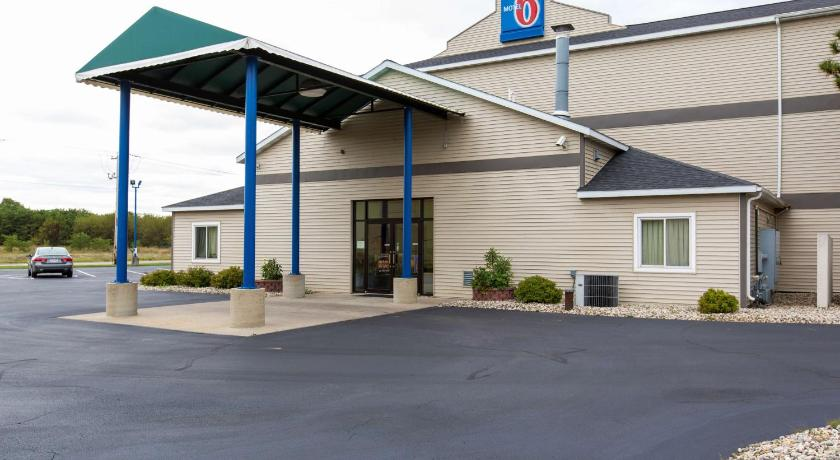 Click To See More Photos Of Motel 6 Lake Delton