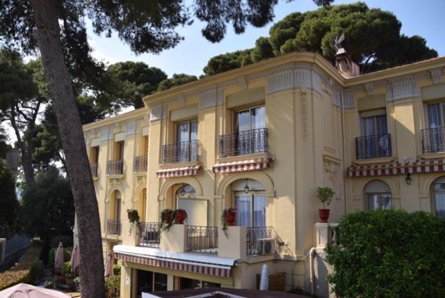 Best time to travel French Riviera Hôtel Le Petit Palais