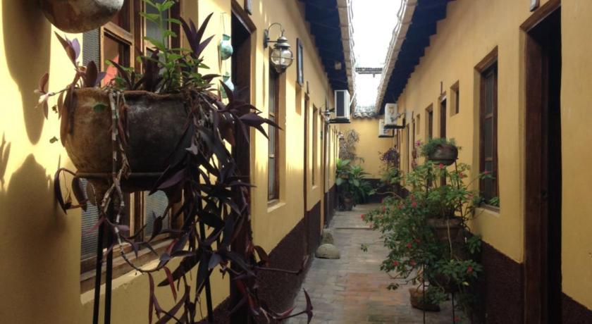 Best time to travel Honduras Hotel Yaragua