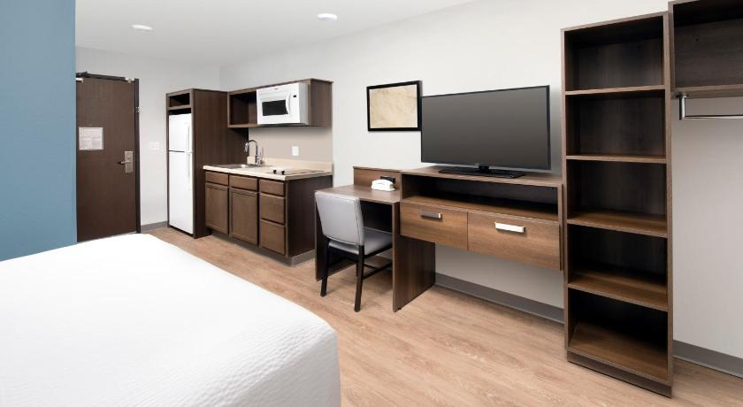 Queen Suite Woodspring Suites Denver Centennial