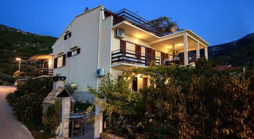 Best time to travel Croatia Apartment Komiza 8844b