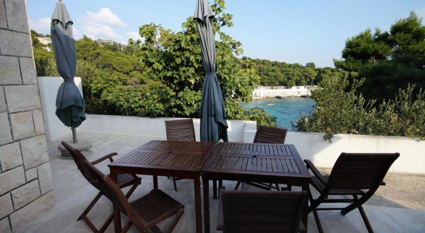 Best time to travel Croatia Apartment Hvar 4591c