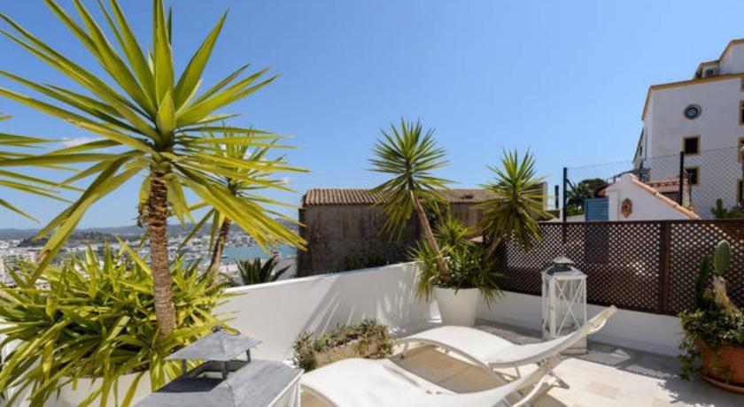 Best time to travel Ibiza Dalt vila house