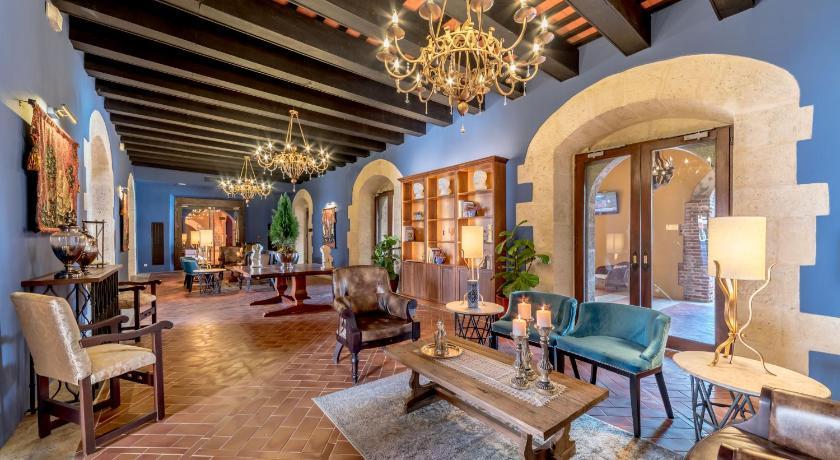 Best time to travel Villa Francisca Hodelpa Nicolás de Ovando