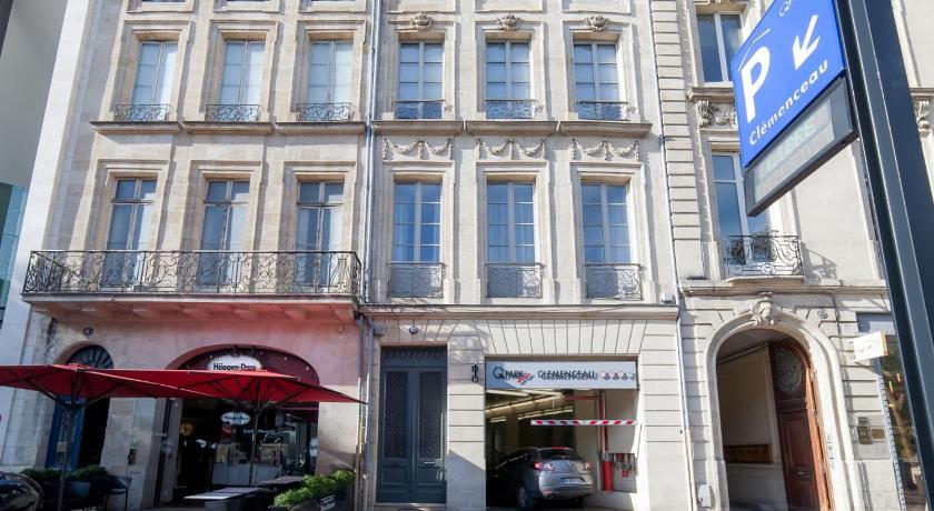 Best time to travel Bordeaux Welkeys Apartment - Clemenceau