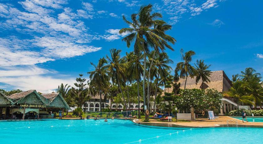 Best time to travel Kenya Reef Hotel Mombasa