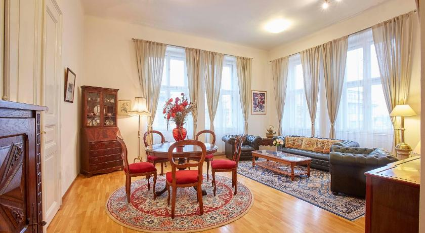 Large Central 4 Bedroom Apartment