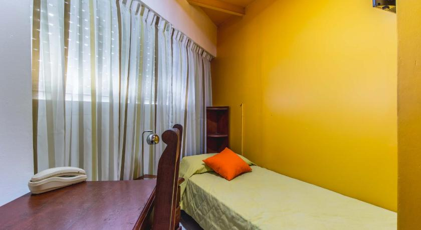 Single Room with Private Bathroom Master Hostel