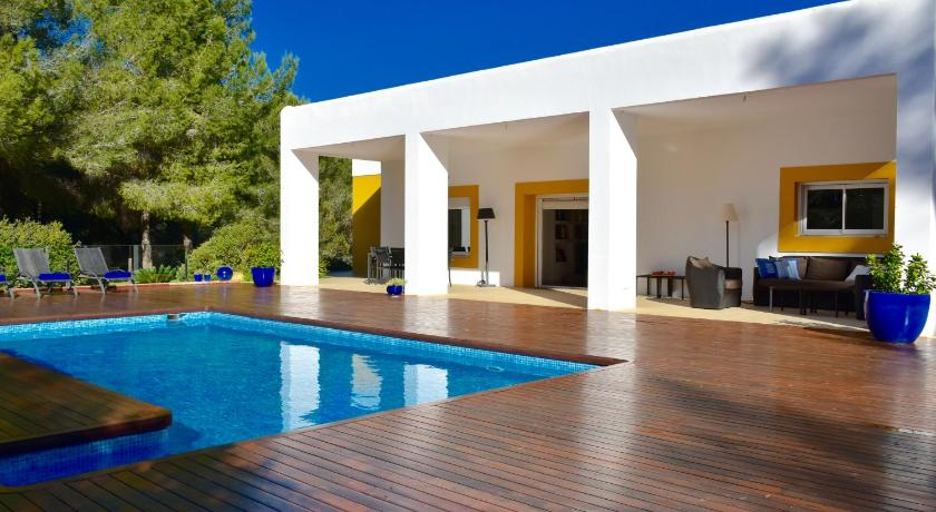 Best time to travel Ibiza Villa Coll Des Cocons
