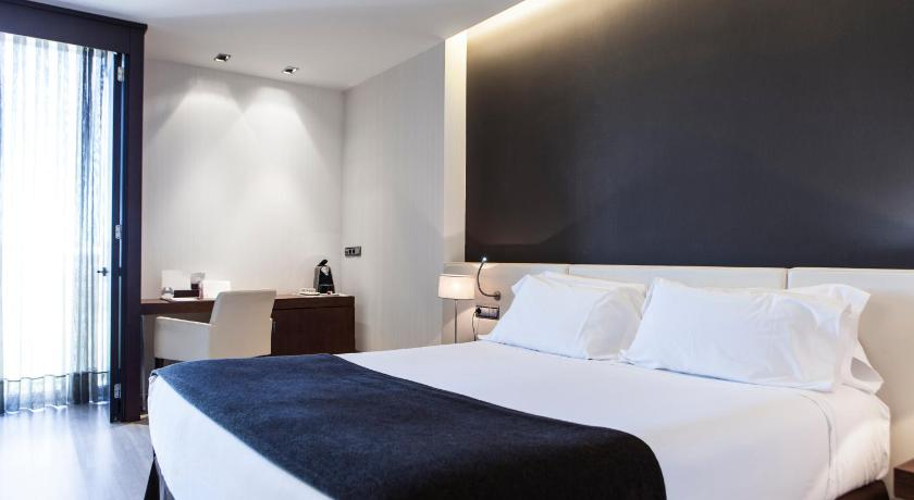 Best time to travel Spain Hotel Diagonal Plaza