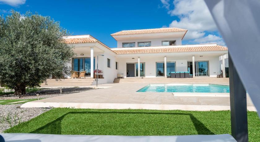 Best time to travel Spain Villa Elena