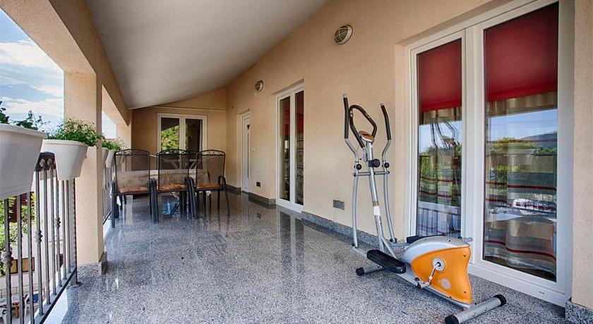 Best time to travel Croatia Apartment Komiza 12325d