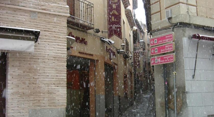Best time to travel Toledo Hostal La Campana