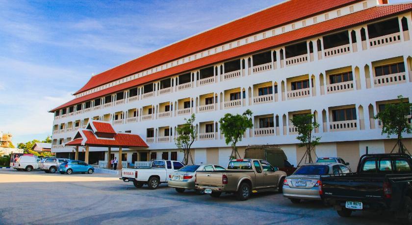 Best time to travel Sukhothai AmornSukhothai Hotel