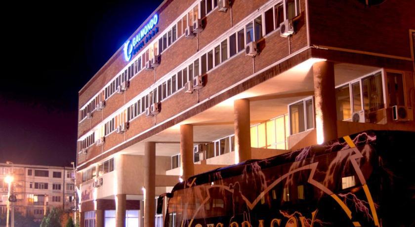 Best time to travel Romania Galmondo Hotel