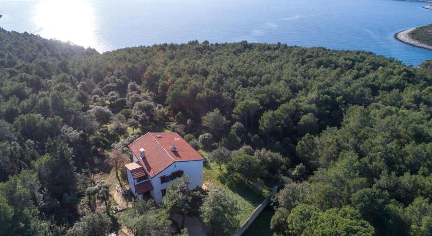 Best time to travel Croatia Natura apartment