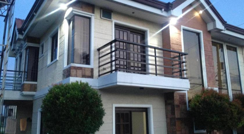 Best time to travel Taguig Weaver Taguig Family Vacation Rental.