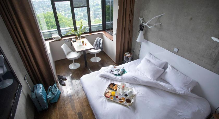 Contemplative Double Room with Spa Access L'Ermitage Hotel Cuisine-A-Manger
