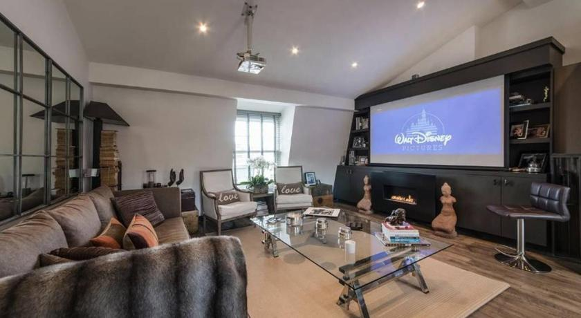 Best time to travel London Interior Designed Chelsea 3 bed Apartment London