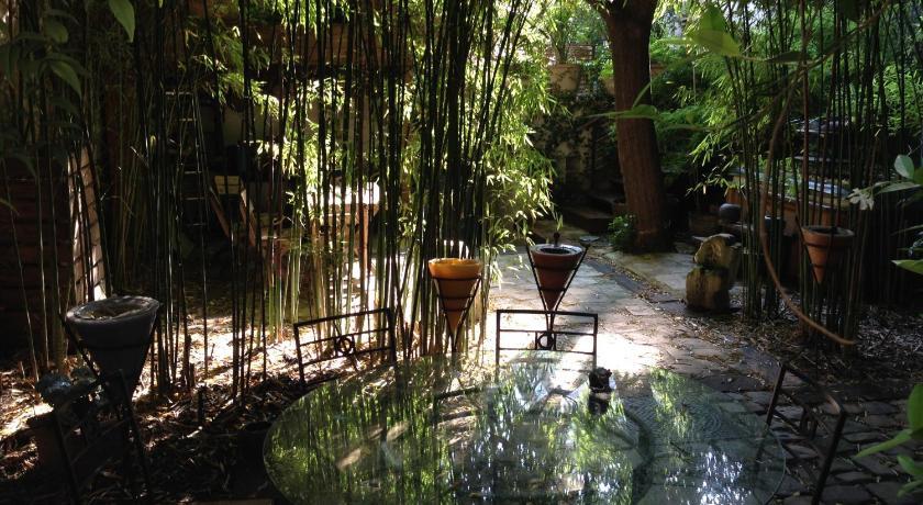 B B Terrasse Et Jardin In Paris Room Deals Photos Reviews