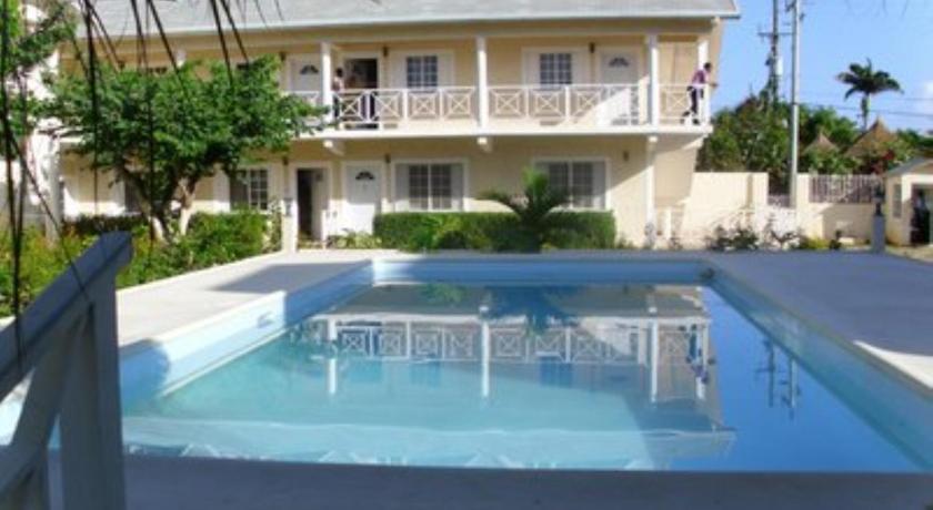 Club Caribbean Court Apartments Runaway Bay