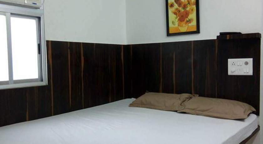 Best time to travel India Janta Hotel