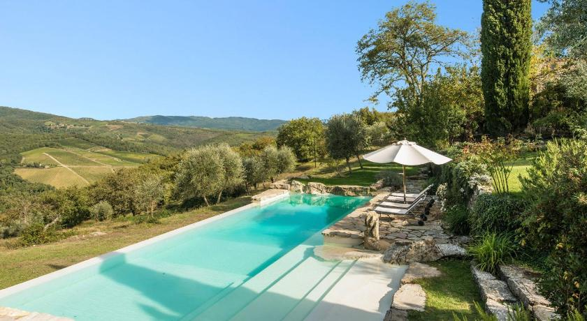Best time to travel Italy Villa Camporempoli