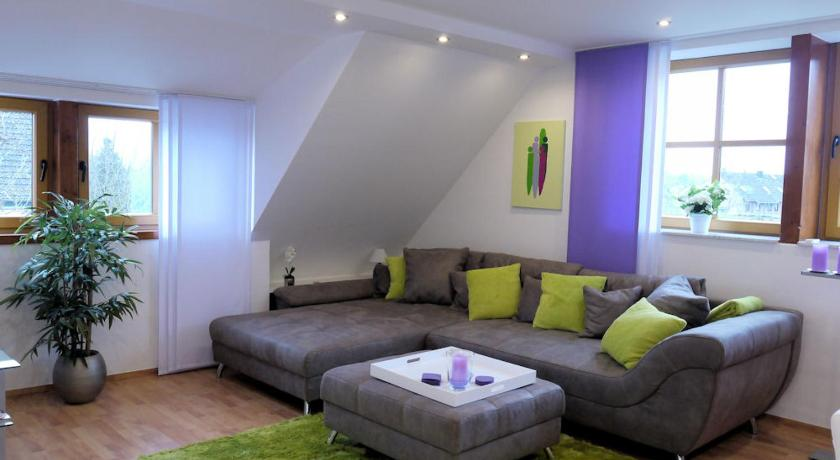 Best time to travel Dusseldorf Maisonette Wohnung