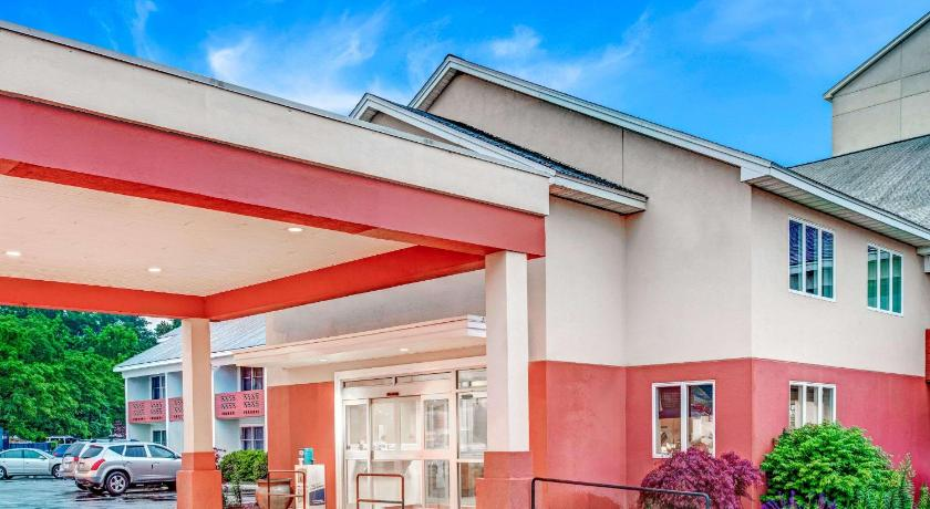 Best time to travel United States Days Hotel by Wyndham Methuen MA Conference Center