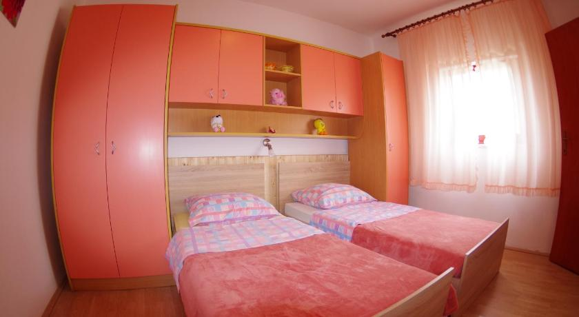 Holiday apartment in village Dobrani