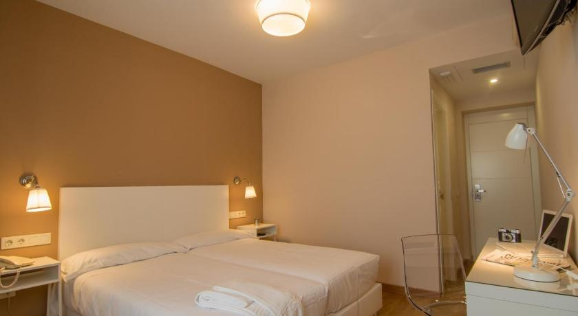 Best time to travel Madrid Hotel Los Cigarrales