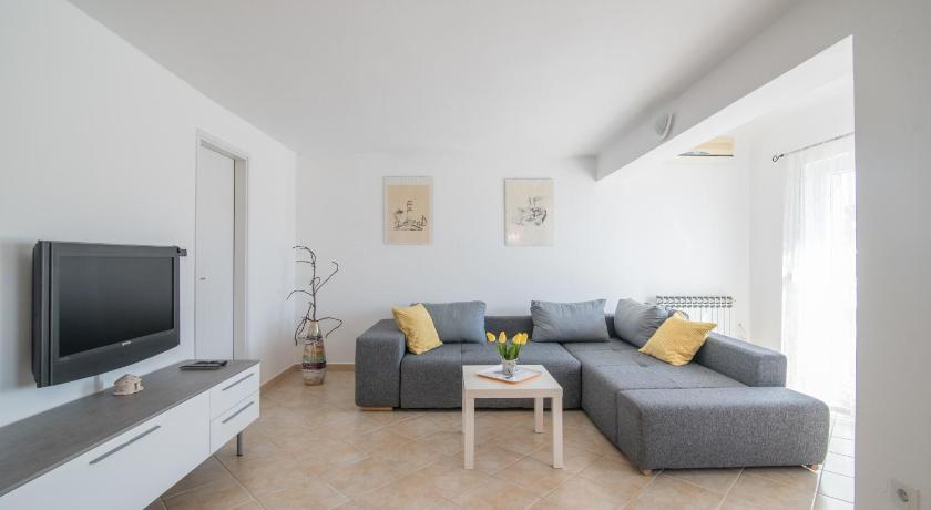 Best time to travel Croatia Apartment Lavanda
