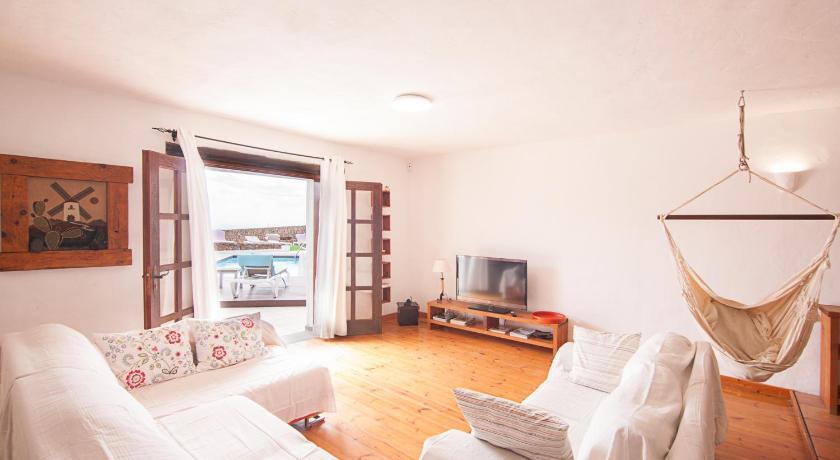 Best time to travel Lanzarote Apartment II -Villa Vistamar