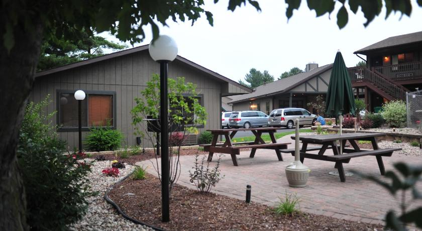 Bakers Sunset Bay Resort 921 Canyon Road Wisconsin Dells