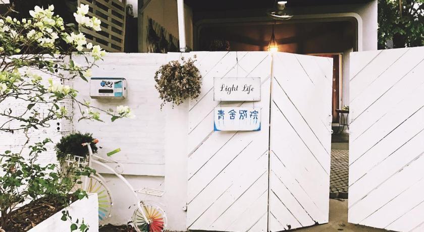 Light life hostel