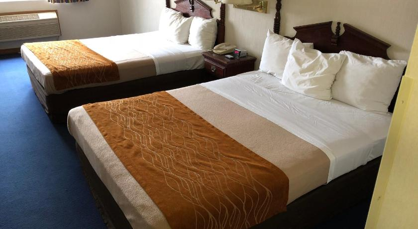 Queen Room with Two Queen Beds Non Smoking Denison Inn & Suites