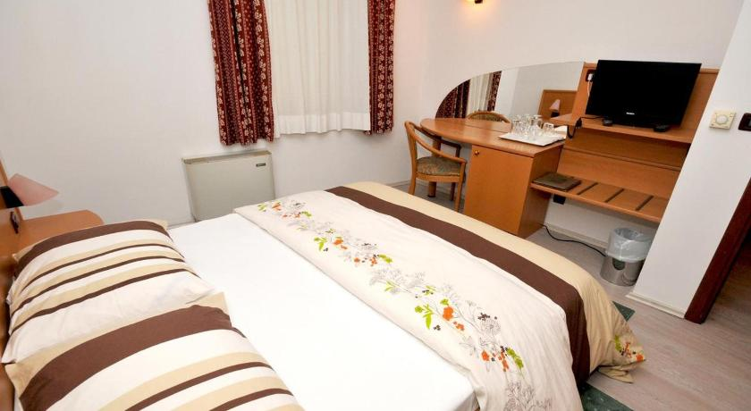Double Room Rooms by the sea Trogir - 15155